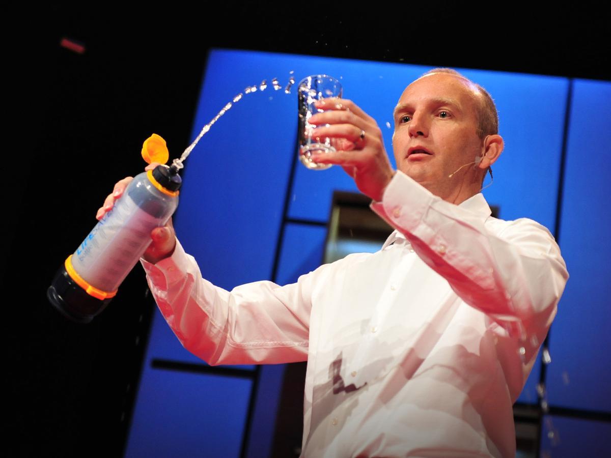 Michael Pritchard convierte el agua sucia en agua potable, gracias a la nanotecnología utilizada en Lifesaver